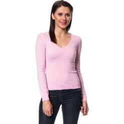 Swetry klasyczne damskie: Sweter w kolorze różowym