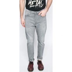 Pepe Jeans - Jeansy. Różowe jeansy męskie z dziurami marki Pepe Jeans, z gumy, na sznurówki. W wyprzedaży za 239,90 zł.
