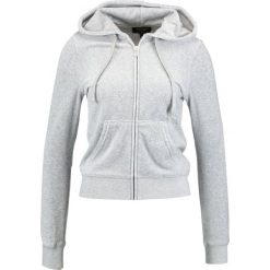 Juicy Couture ROBERTSON  Bluza rozpinana light grey. Szare bluzy rozpinane damskie Juicy Couture, l, z bawełny. W wyprzedaży za 370,30 zł.