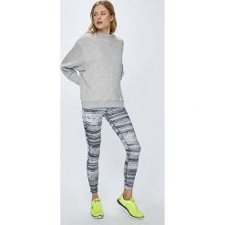 Reebok - Legginsy Lux Tight Strati. Szare legginsy skórzane marki Reebok, l, casualowe, z okrągłym kołnierzem. W wyprzedaży za 199,90 zł.