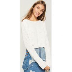 Krótki sweter - Biały. Białe swetry klasyczne damskie Sinsay, l. Za 49,99 zł.