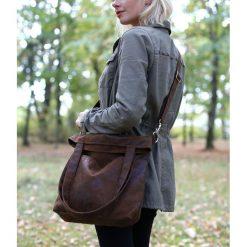 Brązowa zamszowa torba do pracy (zamsz eko). Brązowe torebki klasyczne damskie Pakamera, z materiału, zamszowe. Za 179,00 zł.