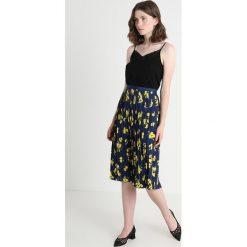 Banana Republic PLEATED MIDI SKIRT LEMON PRINT Spódnica trapezowa blue. Niebieskie spódniczki plisowane damskie marki Banana Republic. Za 379,00 zł.
