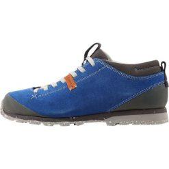 Aku BELLAMONT Obuwie hikingowe elektrisches blau. Niebieskie buty sportowe męskie marki Aku, z materiału, outdoorowe. W wyprzedaży za 382,85 zł.