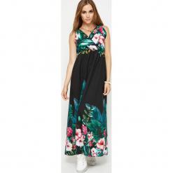 Sukienka maxi w kwiaty z kopertowym dekoltem czarna. Brązowe długie sukienki marki Mohito, l, z kopertowym dekoltem, kopertowe. Za 99,90 zł.