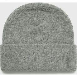 Calvin Klein - Czapka. Szare czapki zimowe męskie Calvin Klein, na zimę, z dzianiny. Za 159,90 zł.