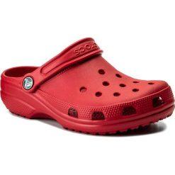 Klapki CROCS - Classic Clog K 204536 Pepper. Czerwone sandały chłopięce marki Crocs, z tworzywa sztucznego. W wyprzedaży za 109,00 zł.