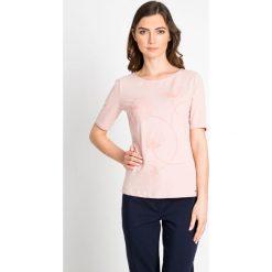 Bluzki damskie: Różowa bluzka z delikatnym printem QUIOSQUE