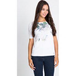 Bluzki damskie: Biała bluzka z motywem kwiatowym QUIOSQUE