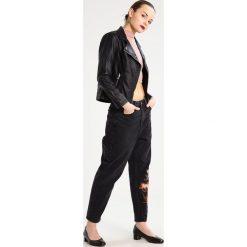Boyfriendy damskie: Topshop Petite Jeansy Relaxed fit black