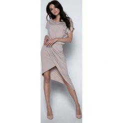 Mocca Sukienka z Kopertowym Asymetrycznym Dołem. Szare sukienki asymetryczne marki Molly.pl, l, z dzianiny, eleganckie, z asymetrycznym kołnierzem, z krótkim rękawem, mini. W wyprzedaży za 104,93 zł.