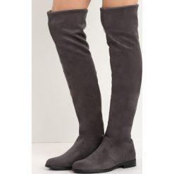Szare Kozaki Recreation. Szare buty zimowe damskie marki Born2be, z okrągłym noskiem, za kolano, na płaskiej podeszwie. Za 129,99 zł.