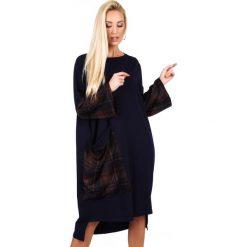Luźna sukienka z dłuższym tyłem granatowa 4045. Czarne sukienki z falbanami Fasardi, l. Za 79,00 zł.