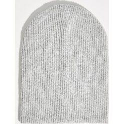 Czapki damskie: Prążkowana czapka - Jasny szar