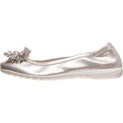 Baleriny damskie lakierowane: Skórzane baleriny w kolorze srebrnym