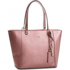 Torebka GUESS - Kamryn HWMR66 91230  MRO. Czerwone torebki klasyczne damskie Guess, z aplikacjami, ze skóry ekologicznej. W wyprzedaży za 499,00 zł.