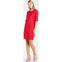 Stefanel ABITO LINEA UOVO GINKGO Sukienka letnia cherry. Czerwone sukienki letnie Stefanel, z bawełny. W wyprzedaży za 751,20 zł.