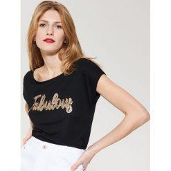 T-shirt z napisem - Czarny. Czarne t-shirty męskie marki Reserved, l. Za 39,99 zł.