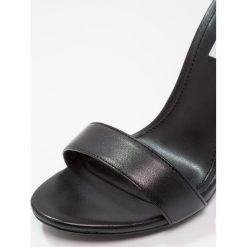Steve Madden CARRSON Sandały na obcasie black. Czarne sandały damskie marki Steve Madden, z materiału, na obcasie. Za 419,00 zł.