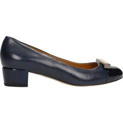 Czółenka LATINA. Niebieskie buty ślubne damskie Gino Rossi, z lakierowanej skóry, z okrągłym noskiem, na obcasie. Za 249,90 zł.