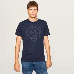 T-shirty męskie: T-shirt regular fit z haftem - Granatowy