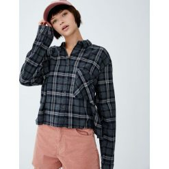 Krótka koszula w kratę. Szare koszule damskie Pull&Bear, z długim rękawem. Za 89,90 zł.