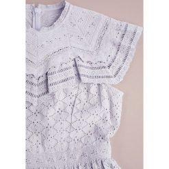Needle & Thread TILED BRODERIE  Sukienka koktajlowa dust lavender. Niebieskie sukienki koktajlowe marki Needle & Thread, z bawełny. W wyprzedaży za 943,20 zł.