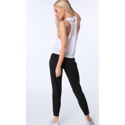 Spodnie dresowe z fakturą czarne MR16414. Czarne spodnie dresowe damskie Fasardi, l, z dresówki. Za 79,00 zł.