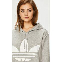 Adidas Originals - Bluza. Szare bluzy rozpinane damskie adidas Originals, z nadrukiem, z bawełny, z kapturem. W wyprzedaży za 279,90 zł.