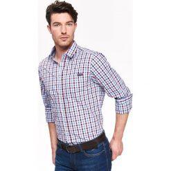 KOSZULA MĘSKA W KRATKĘ O DOPASOWANYM KROJU. Szare koszule męskie na spinki Top Secret, na jesień, m, w kratkę, z tkaniny. Za 64,99 zł.