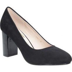 Czółenka na słupku Casu 1138. Brązowe buty ślubne damskie marki bonprix, na obcasie. Za 78,99 zł.
