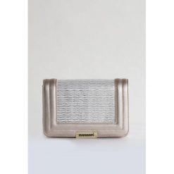 Elegancka torebka z łańcuszkiem. Szare torebki klasyczne damskie Monnari, ze skóry. Za 99,50 zł.