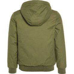 Bench COSY Kurtka zimowa dark green. Białe kurtki chłopięce zimowe marki Patrizia Pepe, z bawełny. W wyprzedaży za 303,20 zł.