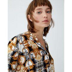 Koszula w łańcuchy. Szare koszule damskie Pull&Bear, z krótkim rękawem. Za 69,90 zł.