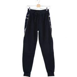 Granatowe Spodnie Dresowe Alter Ego. Czarne spodnie dresowe męskie marki Born2be, l, z aplikacjami, z dresówki. Za 54,99 zł.
