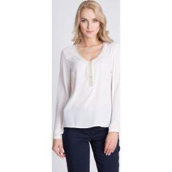 Bluzki damskie: Biała bluzka z ozdobnym dekoltem QUIOSQUE
