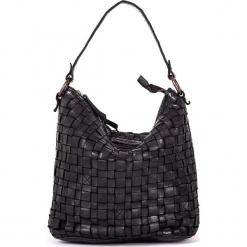 Skórzana torebka w kolorze czarnym - 26 x 27 x 17 cm. Czarne torebki klasyczne damskie neropantera, w paski, z materiału. W wyprzedaży za 386,95 zł.