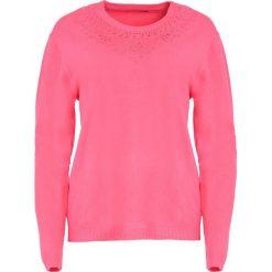 Koralowy Sweter Marry The Night. Pomarańczowe swetry klasyczne damskie marki Born2be, l, z okrągłym kołnierzem. Za 59,99 zł.