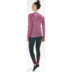 ASICS SEAMLESS Koszulka sportowa cosmo pink. Czerwone topy sportowe damskie Asics, l, z elastanu, z długim rękawem. W wyprzedaży za 135,85 zł.