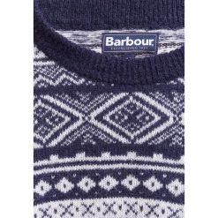 Barbour COVE Sweter light navy. Niebieskie swetry klasyczne męskie Barbour, m, z materiału. W wyprzedaży za 399,20 zł.