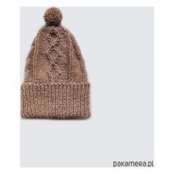 Czapki zimowe damskie: beżowa czapka z wełny alpaki