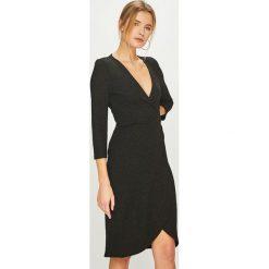 Jacqueline de Yong - Sukienka. Szare sukienki dzianinowe marki Jacqueline de Yong, na co dzień, m, casualowe, midi, proste. Za 129,90 zł.