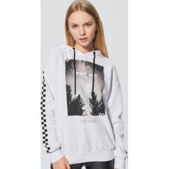Bluza z fotoprintem - Biały. Białe bluzy rozpinane damskie Cropp, l. Za 89,99 zł.