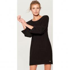 Dzianinowa mini sukienka - Czarny. Czarne sukienki dzianinowe marki numoco, l, z długim rękawem, midi, oversize. Za 129,99 zł.