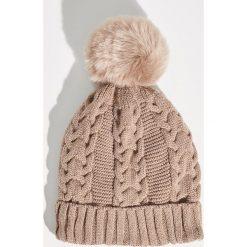 Czapka z puszystym pomponem - Beżowy. Czerwone czapki zimowe damskie marki bonprix. Za 24,99 zł.
