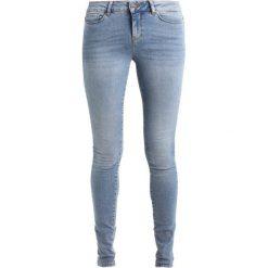 Boyfriendy damskie: Vero Moda Tall VMSEVEN Jeans Skinny Fit light blue denim