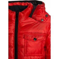 Little Marc Jacobs Kurtka zimowa neon rot. Czerwone kurtki chłopięce zimowe marki Reserved, z kapturem. W wyprzedaży za 576,75 zł.