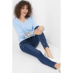 Jegginsy z perłami. Niebieskie legginsy marki Orsay, s, z bawełny. Za 99,99 zł.