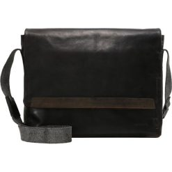 Strellson Torba na ramię dark brown. Brązowe torby na ramię męskie marki Kazar, ze skóry, przez ramię, małe. Za 759,00 zł.
