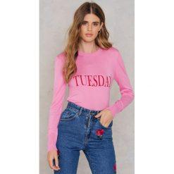 NA-KD Sweter z dzianiny Weekday - Pink. Różowe swetry klasyczne damskie marki NA-KD, z dzianiny. W wyprzedaży za 60,89 zł.